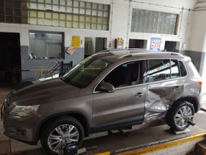AutoMetria Geometria i Mechanika kontrola geometrii zawieszenia w aucie po wypadku VW Tiguan.
